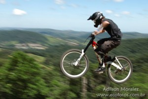 Downhill de mountain bike no Ski Mounta Park